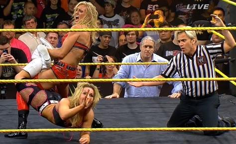 NXT Takeover Charlotte Natalya Sharpshooter